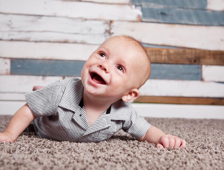 طفل ٤ شهور